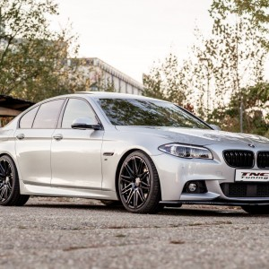 BMW 5er mit Twin Monotube Felgen 9X20